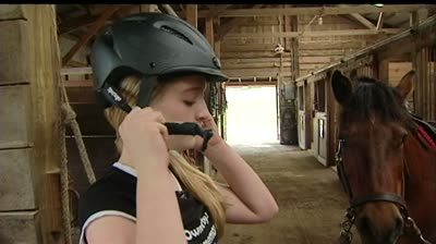 Oregon teen tries to earn 'superhero' status for her doctor